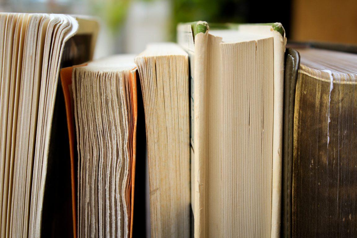 kirjat kuvituskuva